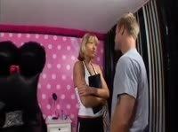 Шведская дама пошалила с накаченным самцом