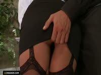 Очень сексуальная секретарша в черных чулках
