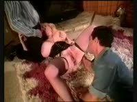 Кудрявая блондина с огромными дойками обслужила двух мужиков