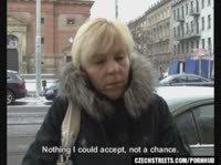 54-летняя блондинка трахается за деньги с молодым шалуном