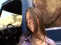 Ковбой трахает в пустыне дрянную самку