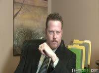 Бородатый Билл расспрашивает чирлидершу о личной жизни