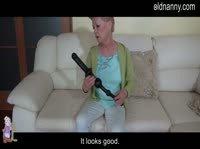 Бабка развлекается с внучкиной игрушкой