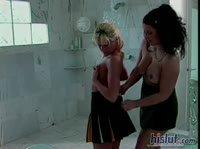 Мамаша сделала из дочки настоящую лесбиянку