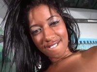 Филиппинский секс на большой кровати