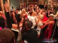 Публичный минет в пьяном клубе