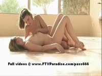 Красивая утренняя дрочка двух лесбиянок