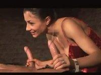 Девушка в чулках трахается на бильярдном столе перед лучшей подругой