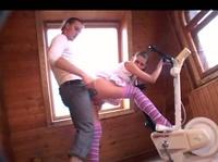 Молодая русская пара занимается сексом на даче