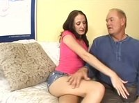 Дедушка трахает стройную внучку