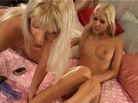 Молоденькие блондиночки решили пошалить