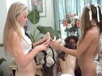 Девушки развлекаются