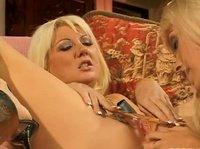 Две блондинки лесбиянки