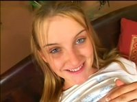 Утренняя разминка ротика молодой блондинки