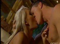 Анальный секс с молоденькой блондинкой