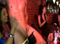 Девушки пришли в стриптиз клуб