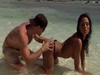 На пляже в песке потрахались не плохо