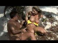 Зажигательный секс на необитаемом острове