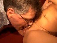 Вот как развлекаются старенькие пары