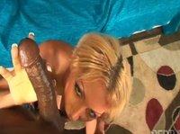 Блондинка нашла способ как провести время