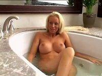 Жесткая ебля после ванной