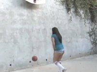 Юная баскетболистка сделала минет