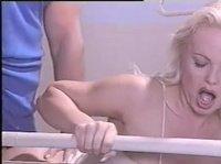 Блондинку трахнул молодой мускулистый парень