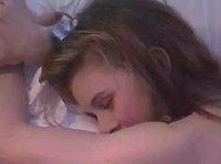 Парень имел свою телочку пока она спала