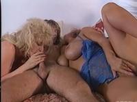 Две женщины делят мужчину