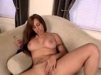 Дурочка безумно громко стонет от оргазма