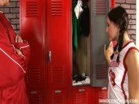 Тренер по баскетболу и непослушная ученица