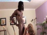 Девушке нравится черный член мужика