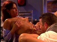 Грубый секс на барной стойке