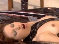 Сексуальные шалавы, играются с фаллоимитатором