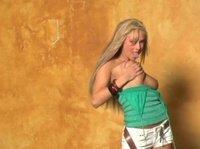 Девушка ласкает свою шикарную грудь
