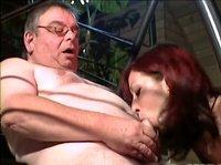 Девушка трахается с старым жирным мужиком