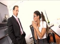 Секретарши любят секс на работе