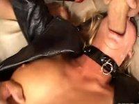 Проститутка берет в рот и в зад