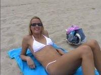 Запикапил девочку на пляже