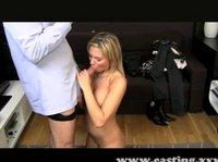 Грудастая блондинка на порно кастинге