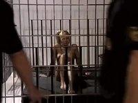 Задержанную шлюху ебут в отделении полиции