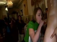 На частной вечеринке девочек не без стриптезеров