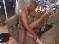 Молодая, черная парочка снимает свое порно