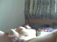 Девушка мастурбирует на веб камеру