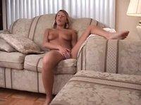 Юная блондинка ласкает свою киску на диванчике
