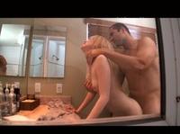 Возбудил свою девушку в туалете