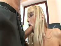 Страстная очкастая секретарша изменяет на работе