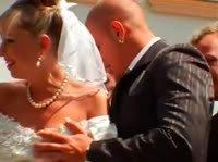 Толпа гостей трахнула невесту