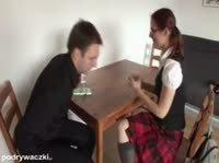 Очкастая студентка спаривается с двумя юношами