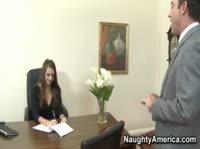 Красивая секретарша в чулках успокоила злого босса сексом
